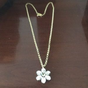Necklace with crystal daisy